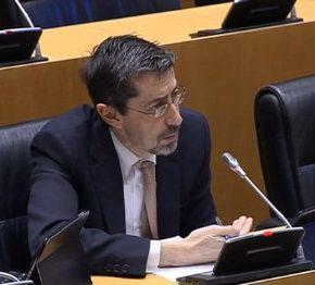 """Fernando Navarro (Cs) a Agustín González: """"¿No había incompatibilidad entre todas sus funciones?"""""""