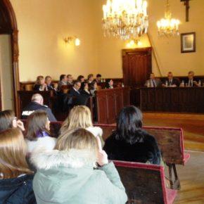Pleno Extraordinario del Día Internacional de la Mujer en el Ayuntamiento de Ávila