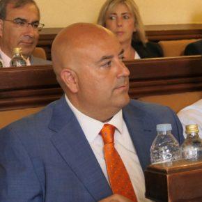 """Carlos López pregunta al alcalde si adquirirá """"compromisos concretos"""" para ayudar a la Cámara de Comercio"""